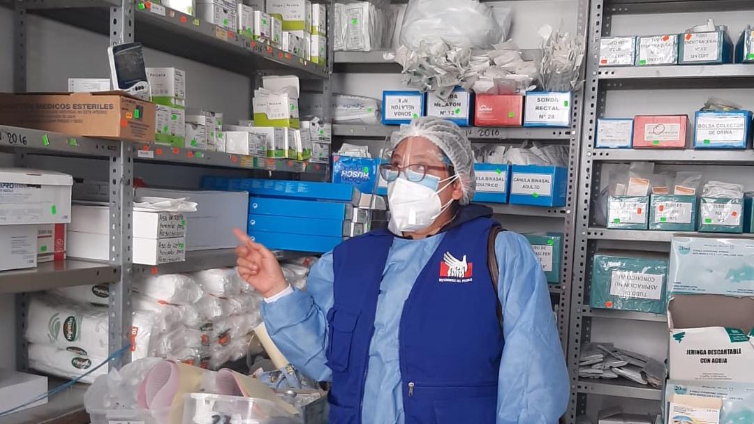 Comisionada de la oficina en Huánuco dentro de almacén del Hospital Regional