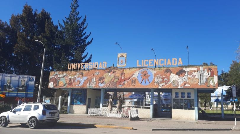 Foto de fachada de Universidad